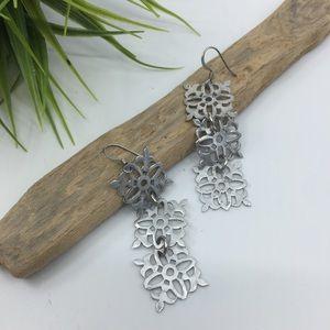 UNBRANDED Silver snowflake dangle earrings
